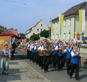 Marktbläser Kirchenzug 02