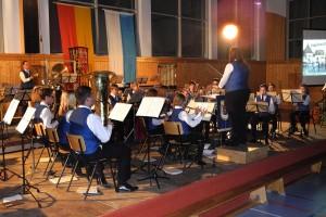23 Nachwuchsmusikern sorgten mit ihrer Vorstellung für Abwechslung im Jahreskonzert.